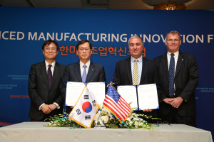 L-R: Kwan-sup Lee, Vice Minister of Trade, Industry & Energy for Korea; Jae-Hoon Chung, President of KIAT; Joseph Moody, President & Executive Director of CCAM; Paul Reagan, Chief of Staff for Governor Terry McAuliffe